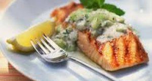 Salmón a la Plancha con Salsa de Cebolla